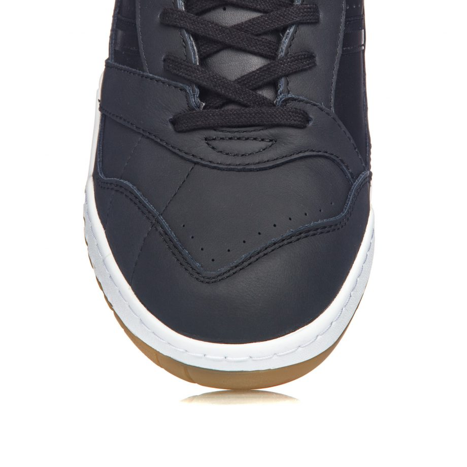 adidas-originals-a-r-trainer-ee5404